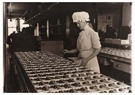 Lewis Hine(1874-1940)  -  Chocolate Maker - Postcard -  A16758-1